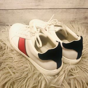 Men's White Casual shoes with Red and Blue Sz 11